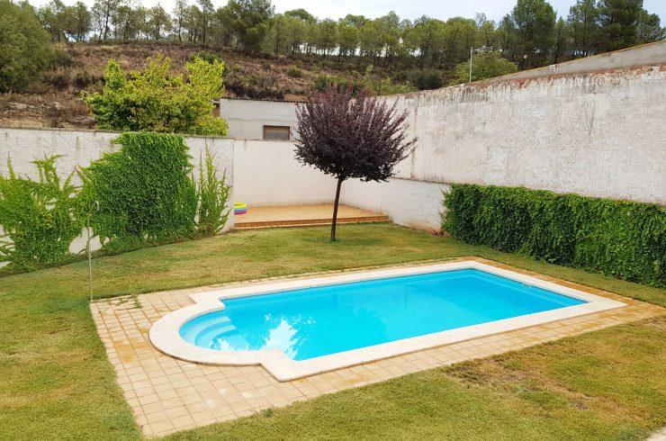 Vivienda con piscina, zonas verdes y gimnasio